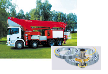 Boom attached to gear ring Synchronous rotating turntable with HMEC Slew Drive Mounted to truck chassis.